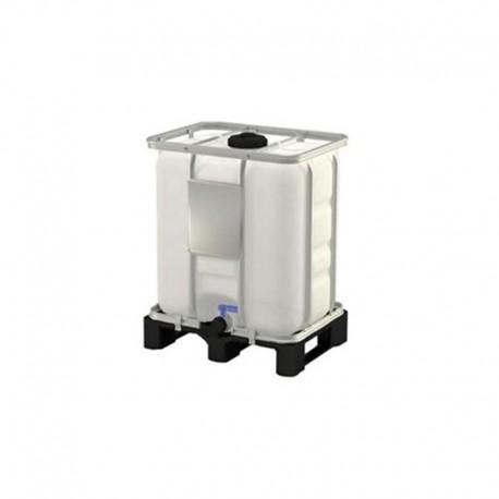 Depósito de agua con jaula galvanizada